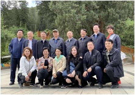 胡卫随全国政协慰问团赴西藏慰问教师