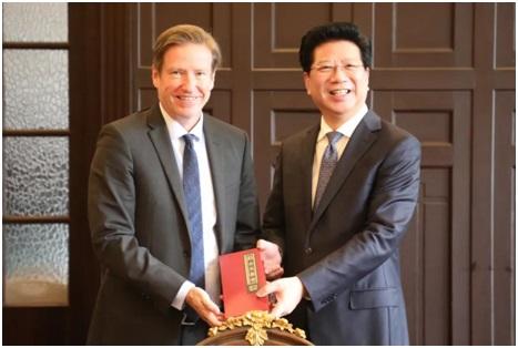 胡卫与芬兰驻沪总领事何朗明一行商谈教育交流合作
