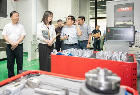 市发改委副主任陈石燕到建桥学院调研
